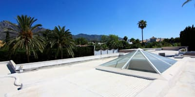 Techo: Casas de estilo clásico de Bernadó Luxury Houses