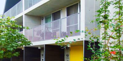 緑の環境と住宅: ユミラ建築設計室が手掛けた家です。