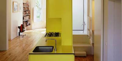 Sophie Nguyen Architects Ltd: modern tarz Mutfak