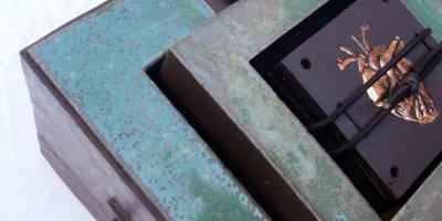 GROENE MIJMERDOOS MET GOUDEN HART:   door CAROLINE PEETERS - bewaarplaatsen + keramiek