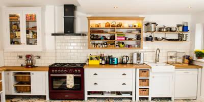 Painted kitchen: modern Kitchen by Clachan Wood