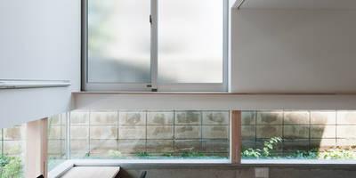 Salas multimedia de estilo moderno de 藤田大海建築設計事務所