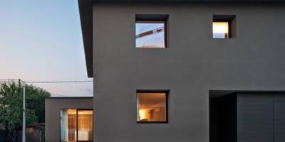 028_Abitazione singola : Pareti & Pavimenti in stile in stile Minimalista di MIDE architetti