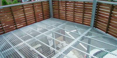 空中テラス: 遠藤浩建築設計事務所 H,ENDOH  ARCHTECT  &  ASSOCIATESが手掛けたバルコニー&テラスです。