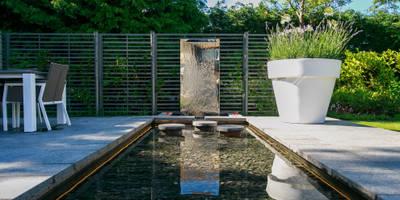 Barnes Walker Ltd: modern tarz Bahçe