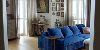 Дом на набережной: Гостиная в . Автор – PerfectHome