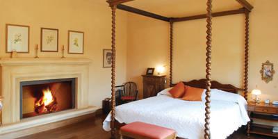 Dormitorios de estilo clásico de JUNOR ARQUITECTOS