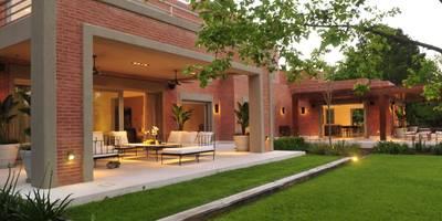 Jardines de estilo moderno de JUNOR ARQUITECTOS