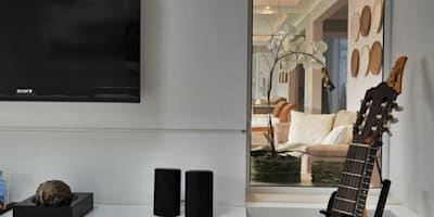 Salas de estilo moderno por Bender Arquitetura