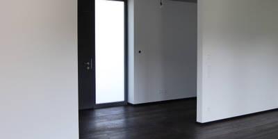 innenraum_diele: minimalistischer Flur, Diele & Treppenhaus von heidenreich architektur