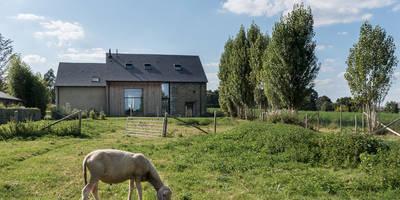Façade ouverte sur la campagne: Maisons de style de stile Rural par Briand Renault Architectes