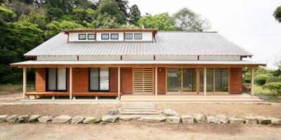 新たな住まいに甦る二百年の記憶。: 吉田建築計画事務所が手掛けた家です。