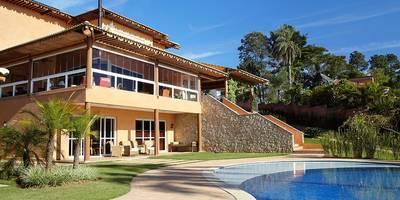 Projekty, rustykalne Domy zaprojektowane przez Moran e Anders Arquitetura
