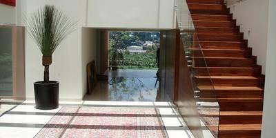 Couloir, Entrée & Escaliers de style de style Moderne par A Mayúscula Arquitectos