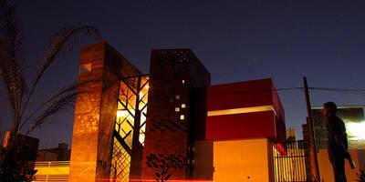 casa IZ: Casas de estilo industrial por NonWarp