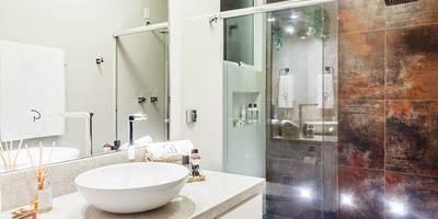 Baños de estilo moderno por Ambientta Arquitetura