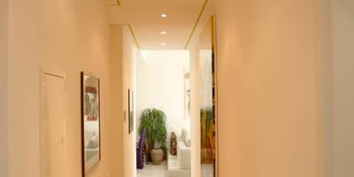 Corredores, halls e escadas modernos por DF Design