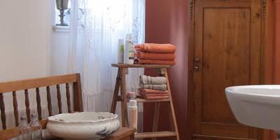 Klassisches Badezimmer auf dem Lothshof: landhausstil Badezimmer von Büro Köthe