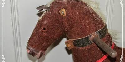 Vorher - antikes Schaukelpferd:   von Shabby Chic & Co. - Isabell Kruse
