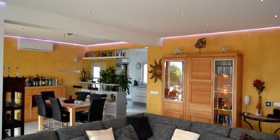 Remodelação / Renovação de Interiores: Salas de estar modernas por RenoBuild Algarve