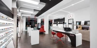 Optica Alessandro: Ingresso, Corridoio & Scale in stile in stile Moderno di Laboratorio di Progettazione Claudio Criscione Design