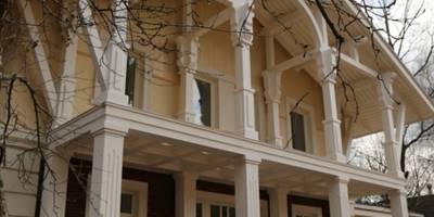 Дом в поселке Дубки: Дома в . Автор – Архитектурное строительное бюро КАРЛОСН и К.