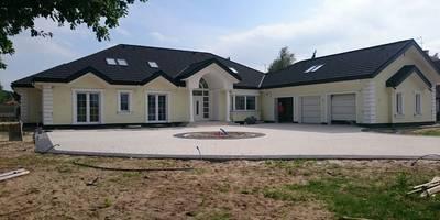 Rezydencja Parkowa: styl nowoczesne, w kategorii Domy zaprojektowany przez MG Projekt Projekty Domów