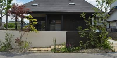 程々の外構。: T's Garden Square Co.,Ltd.が手掛けた家です。