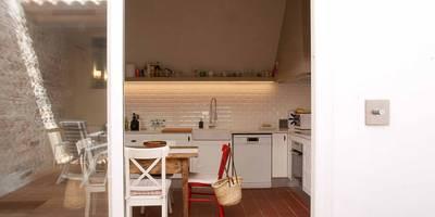 mediterrane Küche von Brick construcció i disseny