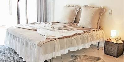 """Schlafzimmer in """"Leinen"""" : landhausstil Schlafzimmer von home staging Agentur Geschka"""