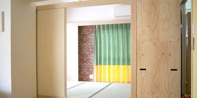 置くだけで部屋ができる。すまい研究室の「動かせる部屋」: すまい研究室 一級建築士事務所が手掛けたリビングです。