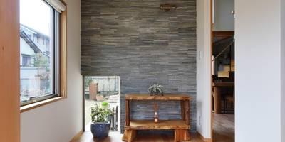 玄関: 池田デザイン室(一級建築士事務所)が手掛けた玄関・廊下・階段です。