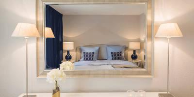 Stimmungsvolles, gemütliches Schlafzimmer : landhausstil Schlafzimmer von Homemate GmbH