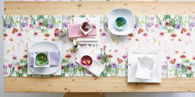 Tischläufert mit Frühjahrstulpen : moderne Wohnzimmer von APELT STOFFE