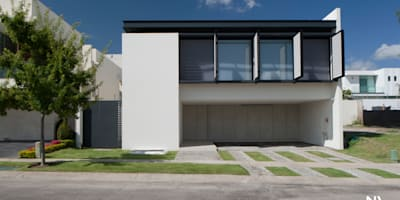 CELOSIA EXTERIOR ABIERTA: Casas de estilo moderno por NAME Arquitectos