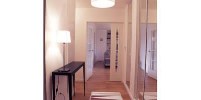 Aménagement et décoration d'un appartement à Antony: Couloir, Entrée & Escaliers de style de style Scandinave par Delphine Gaillard Decoration