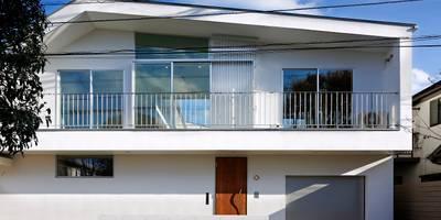 「水と光のある暮らし」吉祥寺のプールハウス 外観: TAMAI ATELIERが手掛けた家です。