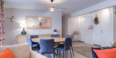 Appartement chic et coloré : Salle à manger de style de style Moderne par Bleu Cerise