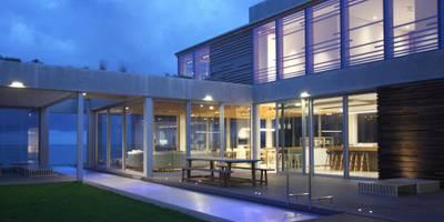 Plettenberg Bay - Beach House: modern Houses by DV8 Architects