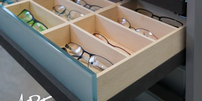 Präsentation von Brillen auf Bambus:   von ARTfischer Die Möbelmanufaktur.