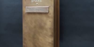 Tombak-Briefkasten:   von Metall & Gestaltung Dipl. Designer (FH) Peter Schmitz