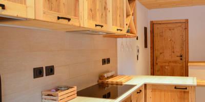 CASE DI MONTAGNA: Cucina in stile in stile Rustico di RI-NOVO