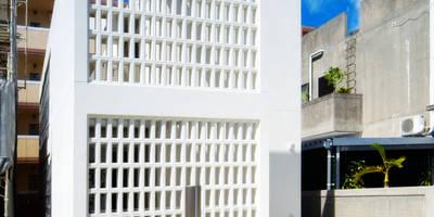 正面外観: 株式会社青空設計が手掛けたオフィススペース&店です。