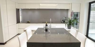 Breathtaking Design : minimalistic Kitchen by PTC Kitchens