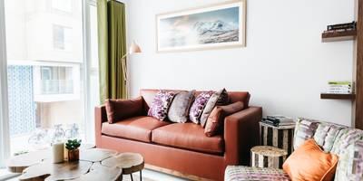 Living Room: modern Living room by Katie Malik Interiors