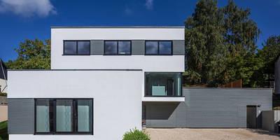 Viel Platz für drei Generationen: moderne Häuser von KitzlingerHaus GmbH & Co. KG