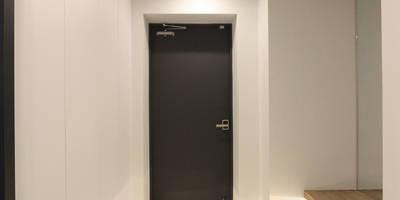 독산동 롯데캐슬 골드파크 42평 아파트 인테리어: 홍예디자인의  현관 & 계단 & 복도