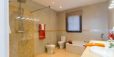 Cuarto de baño principal DESPUÉS:  de estilo  de Home & Haus | Home Staging & Foto