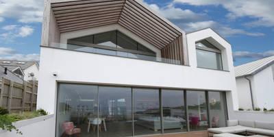 Moonstone: minimalistic Houses by IQ Glass UK