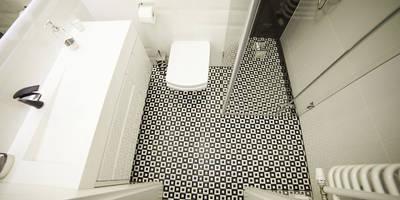 Prostokątna umywalka z odpływem liniowym od Luxum. : styl , w kategorii Łazienka zaprojektowany przez LUXUM